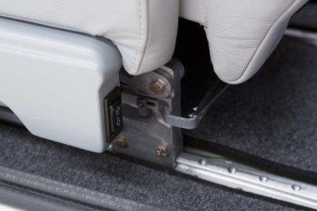 Tecnam P2010: Elevador eléctrico de los asientos